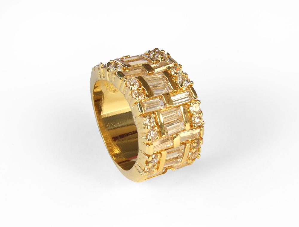 exquisite gold baguette cz ring