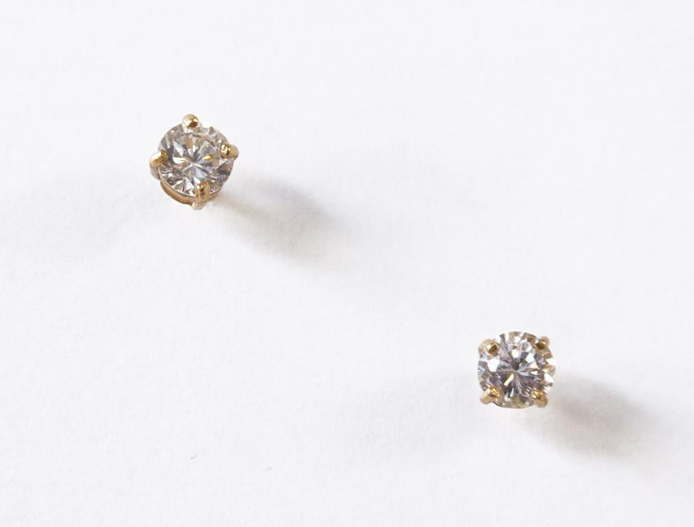 small clear cz stud earrings